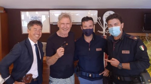 Harrison Ford verliert Kreditkarte auf Sizilien: deutscher Tourist gibt sie bei der Polizei ab