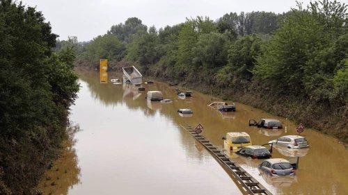 Unwetterkatastrophe: Zahlreiche Menschen suchen vermisste Angehörige