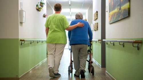 Medienberichte: Fast Hälfte der Beschäftigten in der Altenpflege sind Hilfskräfte