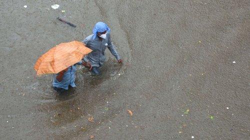 Straßen in Mumbai überflutet – Impfzentrum geschlossen