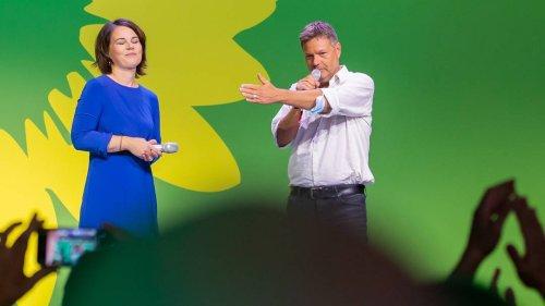 Bei Wahlparty: Annalena Baerbock lehnt Habecks Vorschlag zum Stagediving ab