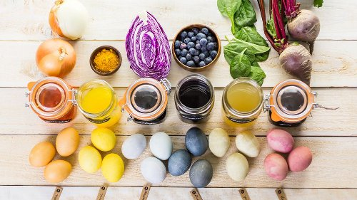 Ostereier mit Lebensmitteln färben – so wird Ostern natürlich bunt