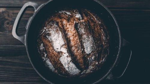 Brot backen im Topf: Das Geheimnis hinter einer knusprigen Kruste