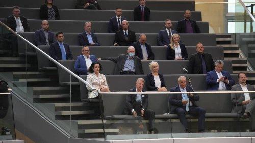 """3G-Regel im Bundestag verweigert: die AfD, der verlängerte Arm der """"Querdenker"""""""