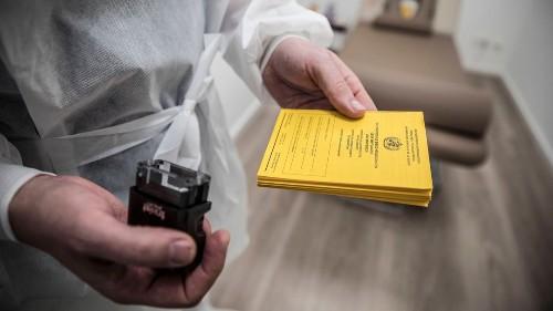"""Hausarzt aus Corona-Impfzentrum: """"Die Impfungen sind im Moment eine trügerische Hoffnung"""""""