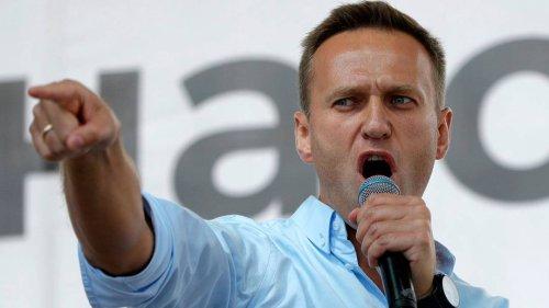 Revolutionär, Populist oder Rassist? Ein Autorentrio legt ein spannendes Alexej-Nawalny-Porträt vor