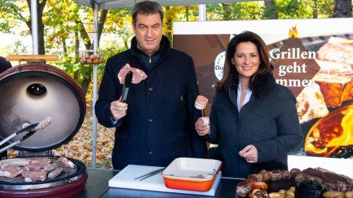 Mit Bauernverband: Söder wirbt für bayrisches Schweinefleisch - und Grillen im Winter