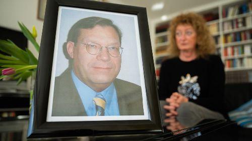 """Hausarzt stirbt an Covid-19 - Witwe: """"Er war topfit und unglaublich beliebt"""""""