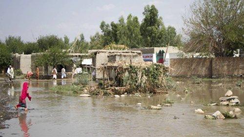 Viele Tote nach Überschwemmungen in Afghanistan - zerstörte Häuser und Autobrücken