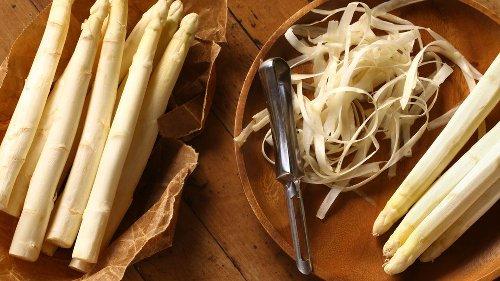 Mit Möhrengrün und Spargelschale – So verwerten Sie Gemüse vom Blatt bis zur Wurzel