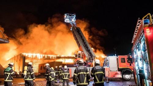 Großbrand in Hamburg: Massive Behinderungen im Bahnverkehr
