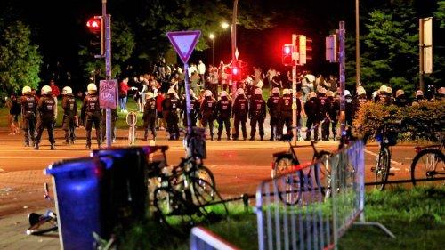 Immer wieder Angriffe auf Polizisten bei ausufernden Partys