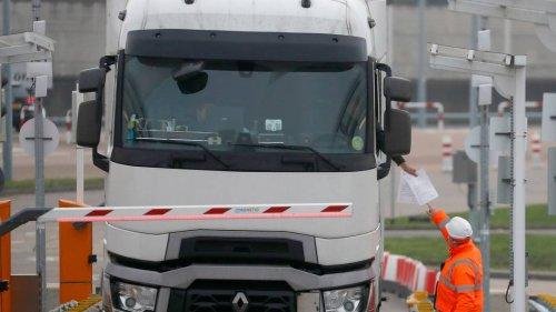Großbritannien will mit 5000 Visa für Lkw-Fahrer Weihnachten retten
