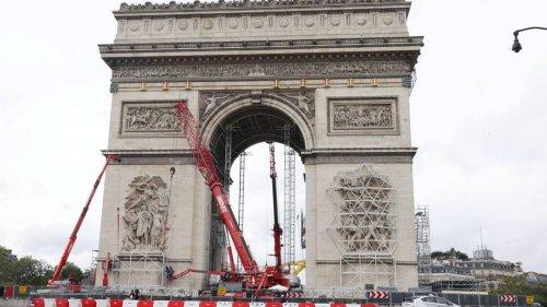 Verhüllter Triumphbogen: Christos gut verpacktes Geschenk an Paris