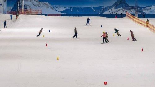 Skifahren trotz Hitze: Snow Dome öffnet nach Corona-Pause wieder