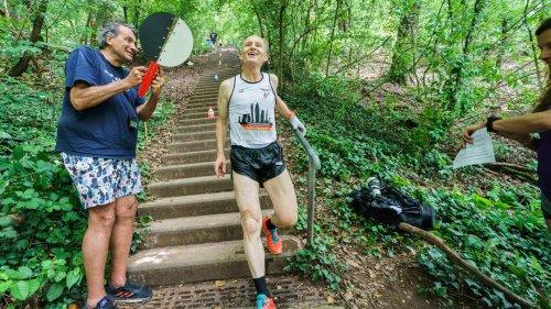 Lehrer stellt wohl erneut Weltrekord im Treppenlaufen auf