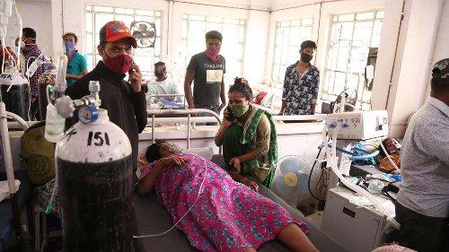 Mehr als 300.000 Neuinfektionen und 2000 Tote an einem Tag: Indiens Corona-Katastrophe