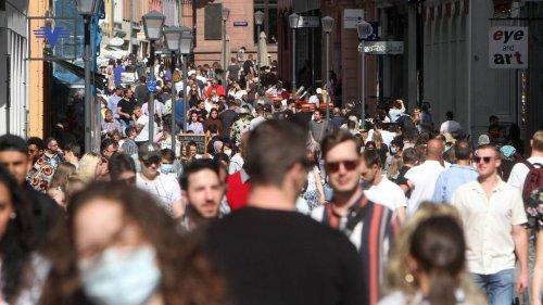Zahl der Corona-Neuinfektionen nach Reisen steigt: RKI listet häufige Ansteckungsorte auf