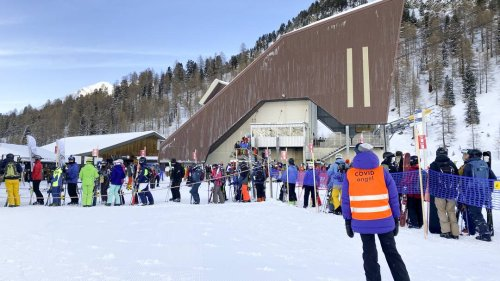 Touristen in der Schweiz stürmen Skipisten – Land verschärft den Teil-Lockdown