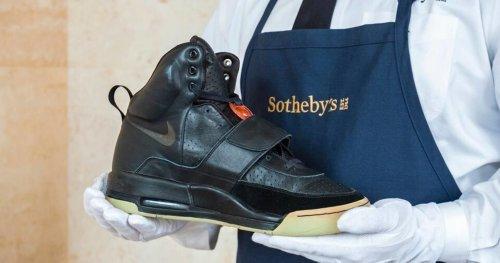 Кроссовки Канье Уэста продадут за миллион долларов