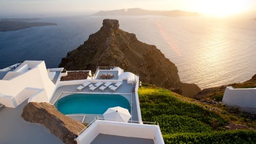 Missing the Mediterranean? Greece Will Start Welcoming Vaccinated and Tested Travelers in May