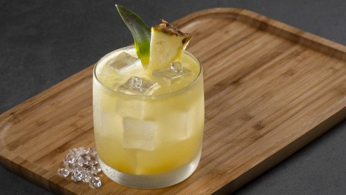 How to Make a Piña Colada, the Beach-y Island Vacation in a Glass