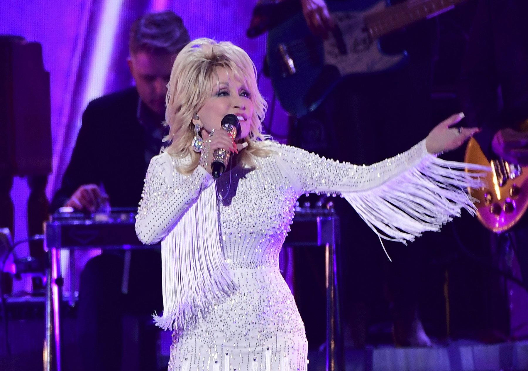 Dolly Parton to Sing With Miley Cyrus, Michael Bublé on 'A Holly Dolly Christmas' Album