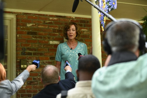 Allison Janney Lands at the Center of a Surreal Mystery in 'Breaking News in Yuba County' Trailer