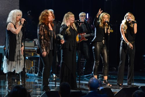Flashback: Stevie Nicks and Other Badass Women Pay Tribute to Linda Ronstadt at the 2014 Rock and Roll Hall of Fame