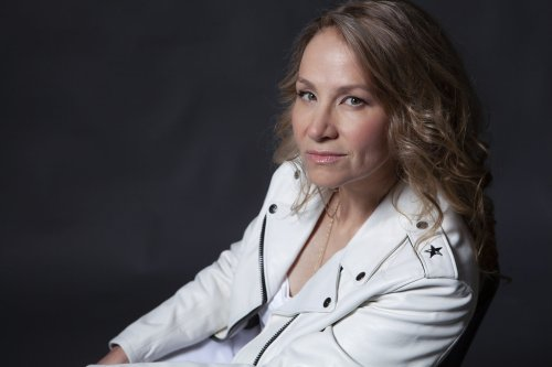 Joan Osborne Previews First Album in Six Years With 'Boy Dontcha Know'