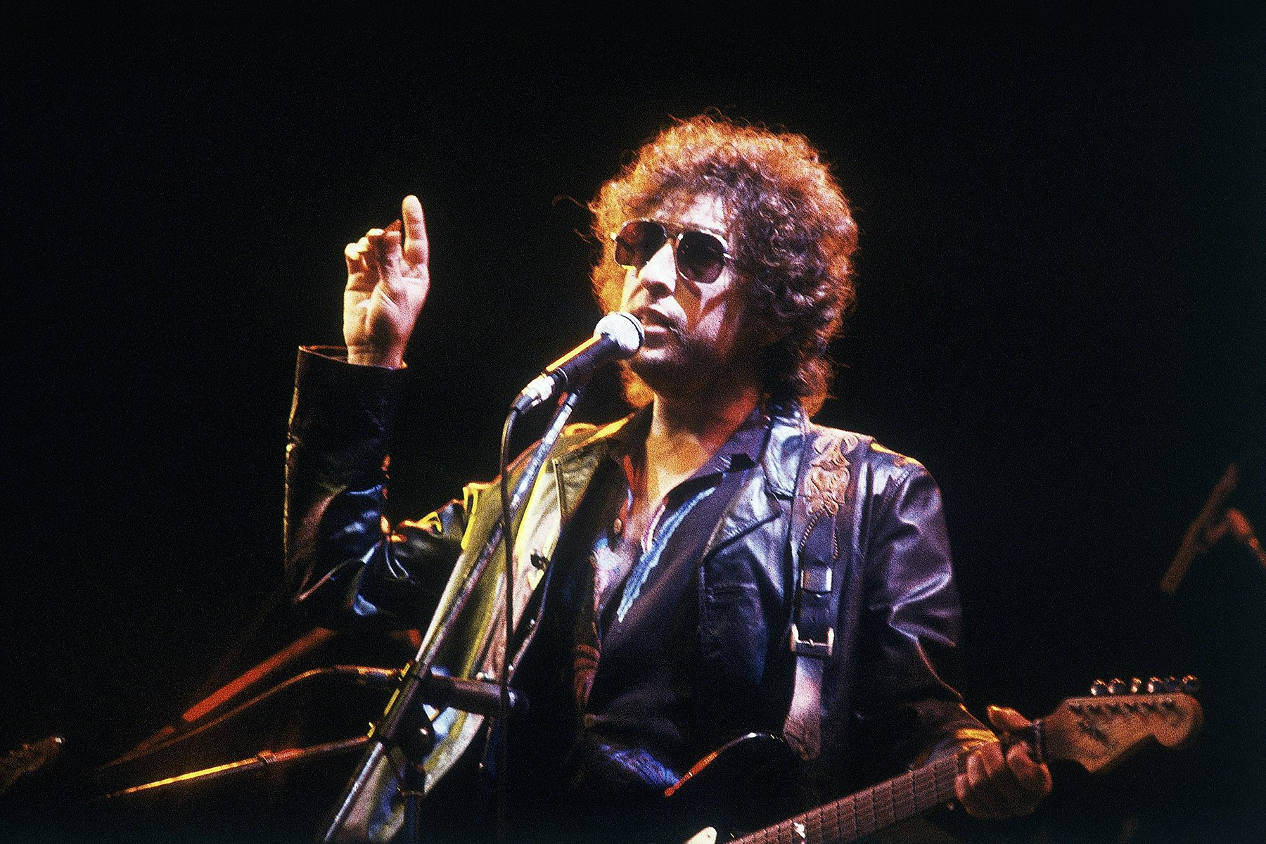 What Bob Dylan Selling His Music Catalog Does and Doesn't Mean