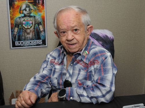 Felix Silla, Cousin Itt on 'Addams Family,' Dead at 84