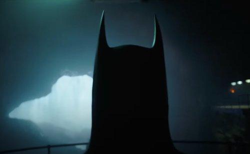 Michael Keaton's Batman Returns in New Teaser for 'The Flash'