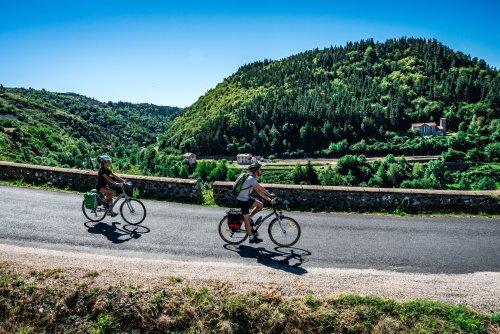 Vélo - Via Allier : une véloroute de 410 km pour traverser l'Auvergne