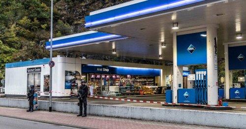 Entsetzen in Idar-Oberstein: Experte sieht Mitschuld bei Querdenkern für tödliche Schüsse in Tankstelle