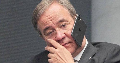 Reaktionen aus dem Netz: Rätselraten um Armin Laschets Handy am Ohr