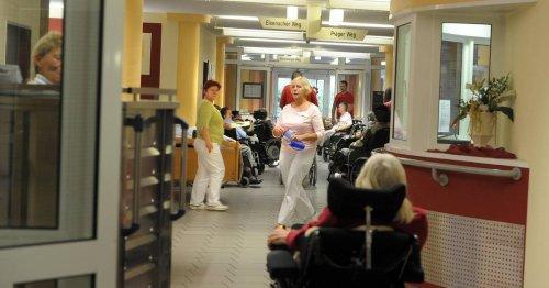 Fachkräftemangel: Fast die Hälfte der Beschäftigten in der Altenpflege sind Hilfskräfte