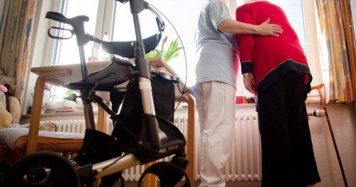 """Aufforderung von Gesundheitsminister Spahn: Bei Kritik an Pflegereform """"ein bisschen runterfahren"""""""