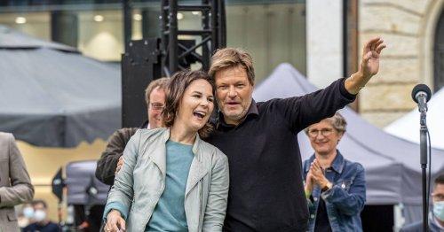 Wahlkampf-Abschluss der Grünen: Baerbock schaltet in Düsseldorf auf Angriff