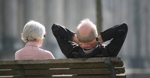 Viele Jahre konsequent sparen - dann reich: Mit 60 in Rente - für Gutverdiener denkbar