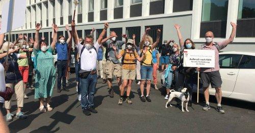 Proteste in der katholischen Kirche: Rund 60 Gläubige pilgern mit Pastor Koltermann nach Köln