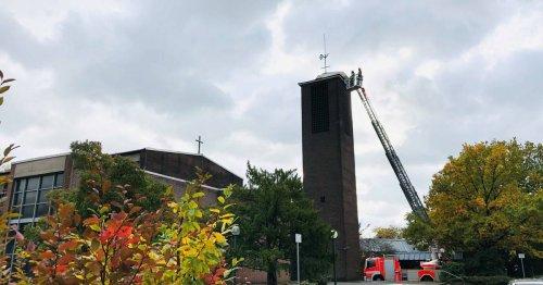 """Schäden durch Sturmtief """"Ignatz"""": Dach des Kirchturms in Vorst droht abzustürzen"""