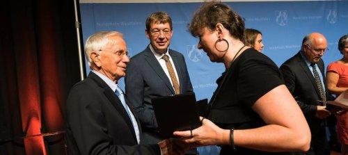 Krefelder Ehrenamtler geehrt: Jürgen Hütter mit NRW-Sportplakette ausgezeichnet
