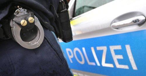 Einsatz in Leverkusen: Polizisten mit abgebrochenem Flaschenhals bedroht