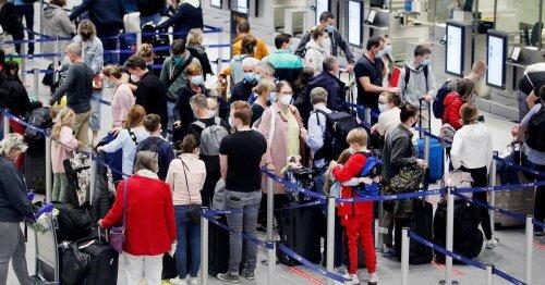 Warten am letzten Ferienwochenende: Wieder Kofferchaos am Düsseldorfer Airport
