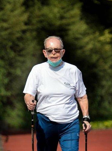 Hilden: Mit 97 Jahren noch flott auf der Aschenbahn