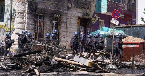 Konflikt im Stadtteil Friedrichshain: 60 Polizisten bei Einsatz vor besetztem Haus in Berlin verletzt