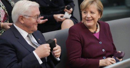 So startete der XXL-Bundestag: Merkel auf der Besuchertribüne, Laschet in der zweiten Reihe
