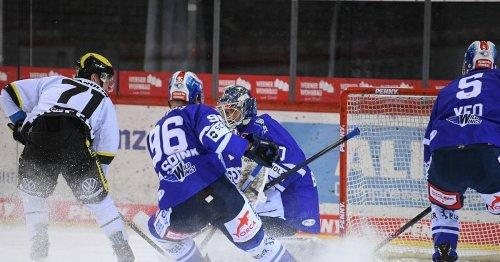 Pinguine gewinnen in Verlängerung: Krefelds Artur Tyanulin stutzt den Wild Wings die Flügel