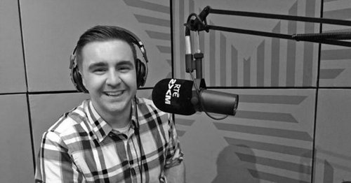 2FM's Carl Mullan wet himself in his front garden because there was nobody home